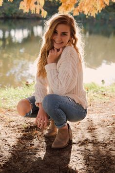 cute fall lookYou can find Fall senior pictures and more on our website.cute fall look Senior Picture Poses, Senior Photo Outfits, Cute Poses For Pictures, Fall Senior Pictures, Photography Senior Pictures, Senior Photos Girls, Senior Girl Poses, Girl Photography Poses, Autumn Photography