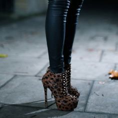 Black Leather Leggings and Cheetah Heels everyone needs a lil animal in their life Nylons, Cheetah Heels, Leopard Boots, Black Leather Leggings, Leather Pants, Ankle Boots, Heeled Boots, Cute Fashion, Womens Fashion