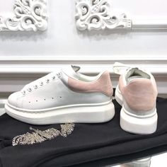The best Alexander Mqueen shoes online Alexander Mcqueen Sneakers, Alexander Mcqueen Dresses, Alexandre Mcqueen, Sneakers Fashion, Fashion Shoes, Baskets, Fresh Shoes, Shoes Online, Shoes