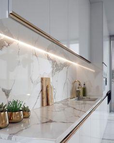 Kitchen Pantry Design, Luxury Kitchen Design, Home Decor Kitchen, Interior Design Kitchen, Interior Lighting Design, Kitchen Ideas, Home Room Design, Cuisines Design, Küchen Design