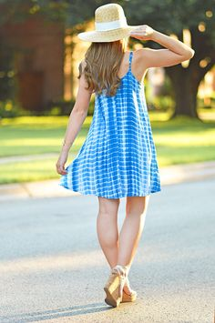 blue tie dye dress | how to style tie dye | how to wear tie dye | summer fashion | summer style | fashion for summer | style ideas for summer | warm weather fashion | fashion tips for summer || a lonestar state of southern
