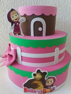 Festa Masha e o Urso bolo fake de EVA marrom e rosa