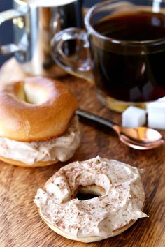 Try these Tiramisu Cream Cheese Bagels for a fun addition to brunch or just a delicious way to start the morning. But to be honest, these are good any time of the day! Flavored Cream Cheeses, Flavored Butter, Cream Cheese Recipes, Cream Cheese Spreads, Bagel With Cream Cheese, Cheese Bagels, Best Bagels, Best Breakfast Recipes, Breakfast Time