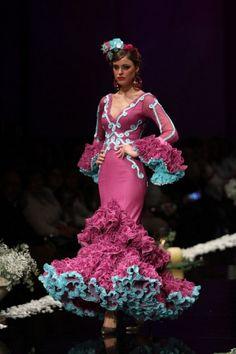Flamenco Costume, Flamenco Dancers, Flamenco Dresses, Fabulous Dresses, Beautiful Dresses, Nice Dresses, Mardi Gras Costumes, Spanish Fashion, Floral Maxi Dress