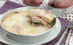 PARMIGIANA BIANCA PATATE E PROSCIUTTO Prosciutto, Mozzarella, Fondue, Italian Recipes, Quiche, Camembert Cheese, Flan, Potatoes, Ethnic Recipes