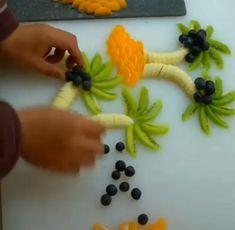 Amazing Food Decoration, Salad Decoration Ideas, Amazing Food Art, Fruit Decorations, Cakes That Look Like Food, Deco Fruit, Thanksgiving Fruit, Realistic Cakes, Food Art For Kids
