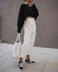 minimalist outfits for spring black and white minimalist outfit , Minimalistic Outfits For Spring , Street Style Source by emkafile. Source by and white outfit Mode Outfits, Casual Outfits, Fashion Outfits, Fashion Ideas, Office Outfits, Fashion Clothes, Fashion Belts, New Fashion Trends, Stylish Clothes