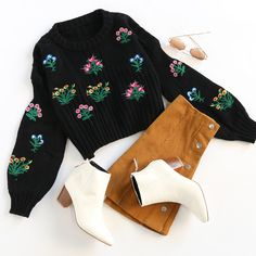 We love ugly Christmas sweaters!  #uglysweater #lanternsleeve #whiteboots #outfit #romwe