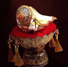 Conch Shells, Sea Shells, Shell Decorations, Painted Shells, I Saw The Light, Thai Art, Thai Style, Shell Crafts, Shiva