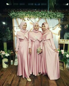 Gamis Hijab Dress Party, Hijab Style Dress, Hijab Wedding Dresses, Modest Bridesmaid Dresses, Kebaya Muslim, Muslim Dress, Mode Batik, Kebaya Dress, Muslim Women Fashion