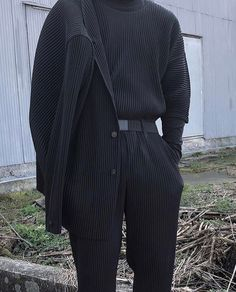 LIW Highlights: Five Ways to wear Homme Plisse Pants 4 or Style Outfits, Mode Outfits, Classy Outfits, Fashion Outfits, Vintage Outfits, Fashion Mode, Korean Fashion, Mens Fashion, Street Fashion