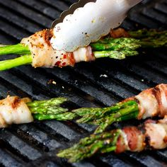 Learn to make Hot Pepper Blackened Bacon-Wrapped Grilled Asparagus. Read these easy to follow recipe instructions and enjoy Hot Pepper Blackened Bacon-Wrapped Grilled Asparagus today!
