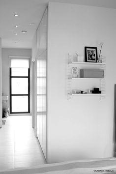 valkoinen harmaja   home in b+w