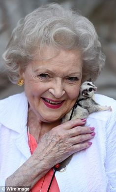 Betty White...                                                                                                                                                     Mais
