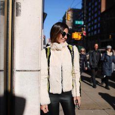 Freezing but happy  Só os casacos da @criscapoani pra me salvar desse frio de NY  #nyfw #fhitsny #criscapoaniinverno17 @fhits