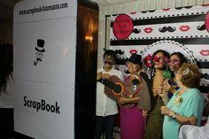 Niños,jóvenes y adultos y todos con una sonrisa en el fotomatón 😆 #scrapbookfotomaton