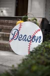 "Baseball Birthday Party Ideas- Deacon's Named ""Rookie of the Year"" Baseball-Party-Ideen, Baseball-Thema-Party-Ideen, Baseball-Geburtstags-Party-Ideen… Baseball Party, Baseball Theme Birthday, First Birthday Party Themes, Sports Birthday, Boy First Birthday, 4th Birthday Parties, Birthday Ideas, Basketball Birthday, Baseball Mom"
