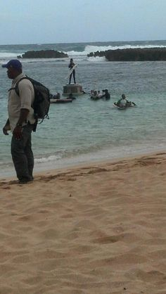 Jennifer Lawrence filming Katniss' platform scenes in Oahu!