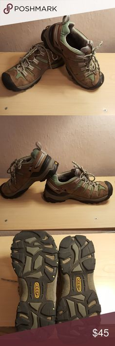 Women's Keen Hiking shoes Women's size 7 (37.5) Keen water resistant safe toe hiking shoes. Very comfortable and great for all terrain hikes. Worn a handful of times. Green, brown leather, white and black coloring. Please let me know if you have any questions, or concerns. I do not do trades, sorry. Keen Shoes