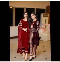 Simple Pakistani Dresses, Indian Gowns Dresses, Pakistani Dress Design, African Fashion Dresses, Desi Wedding Dresses, Classy Prom Dresses, Simple Dresses, Elegant Dresses, Nice Dresses