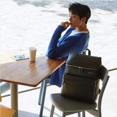 Super smexy and with a dazzling cheeky smile, Park Bo Gum was chosen to show some pieces of the 2017 line for Mandarina Duck backpacks & bags. His smile could sell us just about anything. Check…
