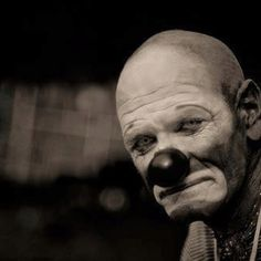 Image uploaded by Révoltés. Find images and videos about black and white, sad and clown on We Heart It - the app to get lost in what you love. Gruseliger Clown, Es Der Clown, Circus Clown, Creepy Clown, Clown Pics, Clown Images, Creepy Dude, Creepy Circus, Creepy Art