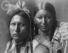 Sioux couple - by Gertrude Käsebier - 1898 - B&W version.http://www.pinterest.com/damrique/_sioux-dakotas-lakotas-nakotas/