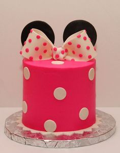 Simple Minnie Mouse smash cake