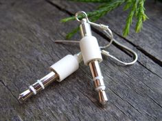 iPod mini jack earrings apple geek jewelry mac white grey upcycled recycled geekery for her geeky girl apple jewelry - Diy Recycled Jewelry Weird Jewelry, Geek Jewelry, Cute Jewelry, Jewelry Crafts, Safety Pin Jewelry, Funky Jewelry, Jewlery, Funky Earrings, Bar Stud Earrings