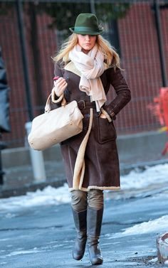 Who made Blake Lively s purse and black platform boots that she wore on the set  of Gossip Girl in Brooklyn 254bb2d8039d9