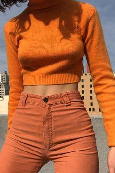 I Thought Orange Outfits Were Hideous Until I Saw These Roupas laranja elegantes Look Fashion, 90s Fashion, Fashion Beauty, Fashion Outfits, Womens Fashion, Fashion Trends, Feminine Fashion, Ladies Fashion, Spring Fashion