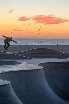 Combining three of my favorite things.skate, surf and sunsets! Longboards, Foto Picture, Long Boarding, Skate Photos, Skate And Destroy, Skate Style, Skate Surf, Skateboards, Snowboarding