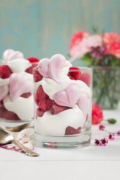 Raspberry and Rose Meringue Parfaits - These easy parfaits are a fun Valentine's Day dessert and are perfect to make for the person you love! Chocolate Chip Pudding Cookies, Butter Chocolate Chip Cookies, Sweets Recipes, Cookie Recipes, Parfait Desserts, Strawberry Desserts, Oreo Cheesecake Cookies, Sugar Cookie Cups, Potato Chip Cookies