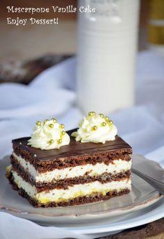 Cake with vanilla cream and marscapone. Oreo Dessert, Dessert Recipes, Romania Food, Romanian Desserts, French Pastries, Pastry Cake, Love Chocolate, Pretty Cakes, Ice Cream Recipes