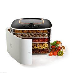 Infračervená sušička potravin Yden D5 disponuje kromě solárního módu také klasickým sušícím módem. Sušička je vyrobena z vysoce kvalitních a odolných materiálů a součástí jsou nerezové sušící tácy. Hygienicky čistý vzduch v sušičce zajišťuje filtr. Get Healthy, Sister Home, Popcorn Maker, Kitchen Gadgets, Granola, Utensils, Cooker, Lunch Box, Blog