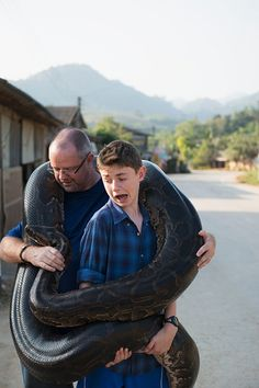 Father and son holding a very large python World Biggest Snake, Animals And Pets, Cute Animals, Snake Photos, Burmese Python, Cool Snakes, Ganesha Pictures, Reptiles And Amphibians, Mythical Creatures