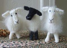 Christmas Lamb Ornaments by ViolaSueKnits - Craftsy Crochet For Kids, Crochet Toys, Knit Crochet, Loom Knitting, Knitting Patterns, Art Textile, Knitted Animals, Soft Dolls, Yarn Crafts