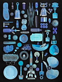 """""""Blue Ocean"""" - 2013 by photographer Barry Rosenthal Blue plastic objects, collected from New York Harbor, Brooklyn. Part of the collection, """"Found in Nature: The language of trash. Diy With Kids, Things Organized Neatly, New York Harbor, Collections Photography, Trash Art, Botanical Drawings, Foto Art, Everyday Objects, Art Plastique"""
