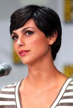 #MorenaBaccarin, short & chic haircut.  Pixie, gamine.