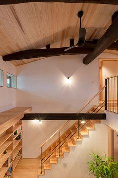 吹抜けと階段 Home Stairs Design, Modern Home Interior Design, House Design, Loft House, House Stairs, Model House Plan, Best Vacation Spots, Ceiling Design, Architecture Design