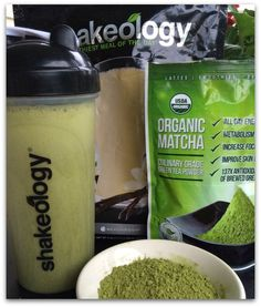 a scoop of ice 1 cups almond milk cup water 1 scoop Vanilla Shakeology (. - a scoop of ice 1 cups almond milk cup water 1 scoop Vanilla Shakeology (or your fave vanilla - Healthy Smoothie, Matcha Smoothie, Smoothie Drinks, Smoothie Recipes, Energy Smoothies, Fruit Smoothies, Organic Matcha, Nutribullet Recipes, Matcha Green Tea Powder
