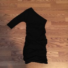🎊FRI-YAY SALE! 🎊1 sleeve Express slinky dress 3/4 sleeve on one side, sleeveless on the other. Black with ruching down both sides. Stretchy and super soft. Not sure of exact size but I believe it's a Small. Tag cut out. No rips/tears. Express Dresses Mini