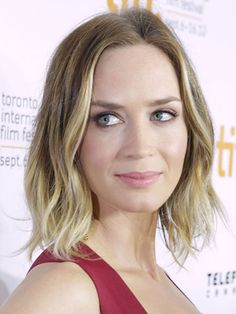 """Fine Hair - Emily Blunt. If your hair is thin, emphasizing your natural wave at the ends will create a little extra body and fullness. So apply a light texturizing wax or spray to damp hair, then blow dry to the cheekbone — allowing the rest to air dry. If needed, finish off piecey waves with a 1"""" curling iron, holding for just a second or two."""