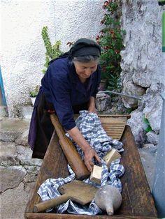 Η ζωή στο χωριό μέσα από 30 υπέροχες, νοσταλγικές φωτογραφίες Stealing Beauty, Green Soap, Under The Tuscan Sun, Cultural Diversity, Athens Greece, Crete Greece, Natural World, Washing Clothes, Funny Photos