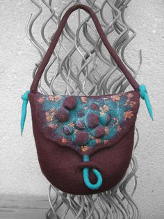 Felt Handbag by B.eňa, via Flickr