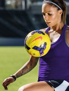 Sydney Leroux with the Nike Incyte Hi-Vis Ball.