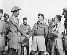 Captain Charles Upham (centre) and his platoon November 1941 after receiving his first Victoria Cross and before he would receive his second. Nz History, History Online, Soldier Silhouette, Me 262, Anzac Day, 22 November, Kiwiana, Military Equipment, British Army