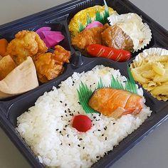 今日のお弁当 (275円)  #ランチ#lunch#ごはん#ひるごはん#お弁当#弁当#おべんとう#love#thankyou#感謝#肉#美味しい#グルメ#yum#yummy#japan#jp#japanesefood#japanesefoods#フォロー#follow#instagram#instafood#instagood#instadaily#yolo#good#nice#like