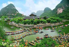 Trang An, Ninh Binh complex - world heritage site - Vietnam Famous Destinations #TrangAn #NinhBinhtours #TravellingVietnam