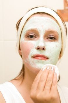 Great tips on products for blackheads. Also, includes home remedies.